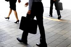 年収と歩く速さは比例するってホント?
