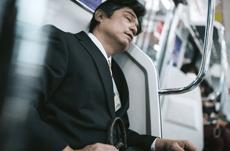 電車での居眠り…体に良い?悪い?