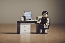 職場で「ポンコツ」と思われる人の特徴