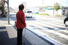 歩行者のいる無信号横断歩道で止まる車の割合は?