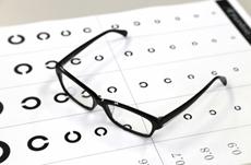増加する近視…失明以外にも増えるリスクとは?