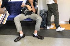 あなたが気になる電車での他人のマナーは?