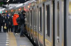 できるだけ電車の混雑を避ける方法は?