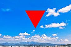 ビルの窓の「赤い三角マーク」は何なのか?