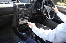 車の免許はマニュアルで取る必要はあるのか?