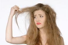 女性の髪の悩み「うねり」その原因と4つの予防法
