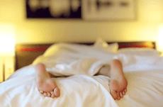 低反発と高反発…マットレスはどっちが良い?