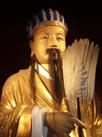 たたき上げの英雄である劉備と優れた外交力持つ…